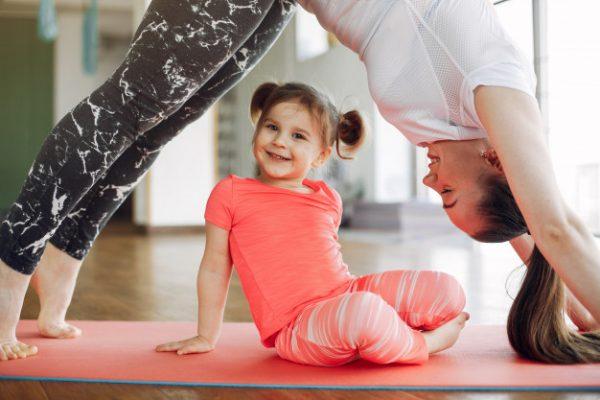 Yoga pentru copii la sala de activitati recreative pentru copii: Next Door Fitness