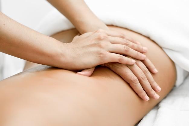 Masajul este o practică cu o veche istorie, masajul fiind în prezent foarte căutat de o mare diversitate de persoane, datorită efectelor benefice pe care masajul le are asupra sănătații. Masajul, făcut regulat, ameliorează starea fizică, însă și pe cea psihică. Combinat cu antrenamentele fizice, masajul te ajută să atingi obiectivele mult mai usor. Pe lângă kilogramele date jos, dispariția celulitei și refacerea musculară, masajul are rol de a regla circulația sanguină și limfatică, ajută la regenerarea organismului, elimină toxinele din organism și conferă o stare emoțională pozitivă!